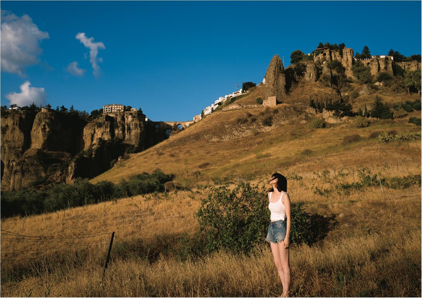 2018年の注目女優・飯豊まりえちゃん。アンダルシアの自然に負けない美ボディを初披露!【ハタチの誕生日に初写真集をリリース】_2_3