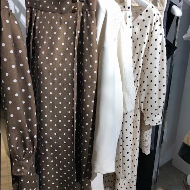 ドット柄のスカートや大人なワンピースも。新ブランド『EMMEL REFINES(エメル リファインズ)』をチェック!【 #副編Yの展示会レポート 】_3