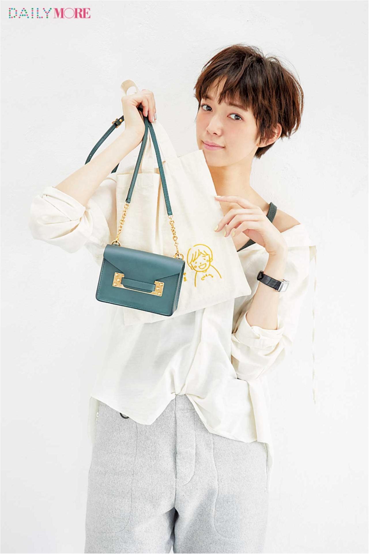 篠田麻里子、佐藤栞里、逢沢りなが私物大公開! おしゃれと美の秘訣が詰まったMOREモデルズのバッグの中身♡_1