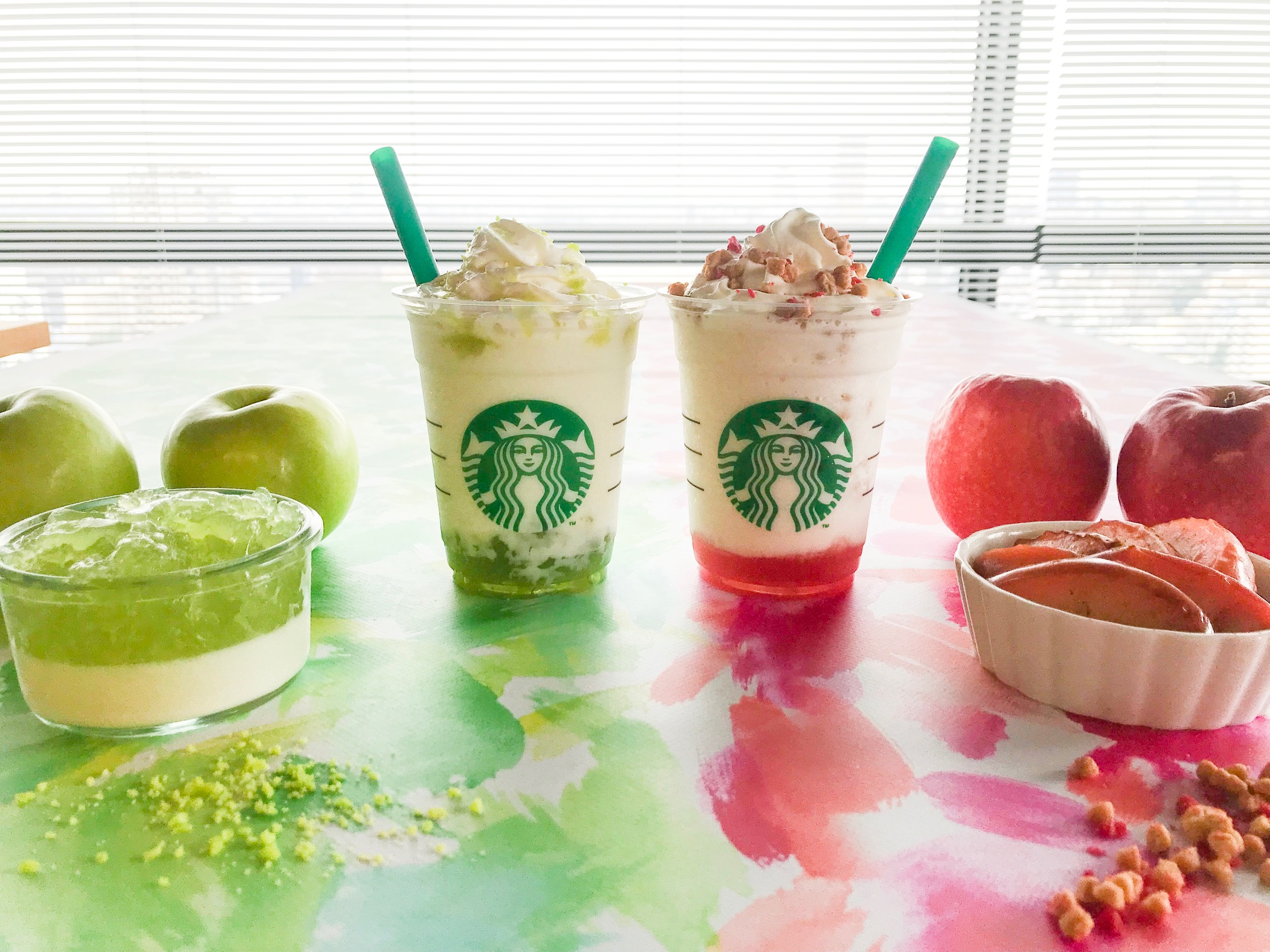 【スタバ 新作レポ】りんごのおいしさを楽しむ2つの新作フラペチーノ♡ グリーンとピンク、それぞれどんな味?_1