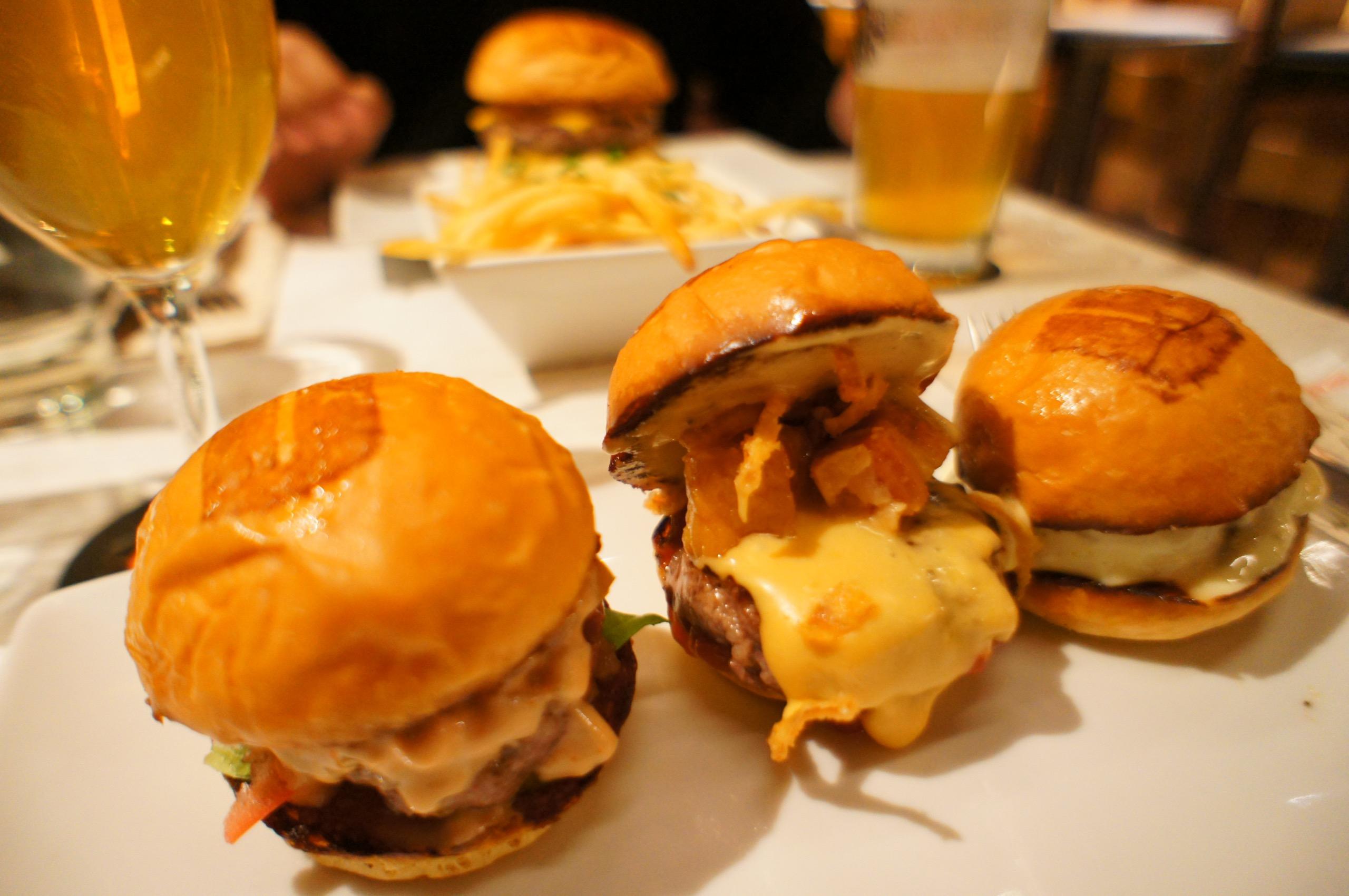 《ご当地MORE★東京》都内で絶品ハンバーガーを食べるならココ☝︎❤️青山【UMAMI BURGER】がおすすめ!☻_1