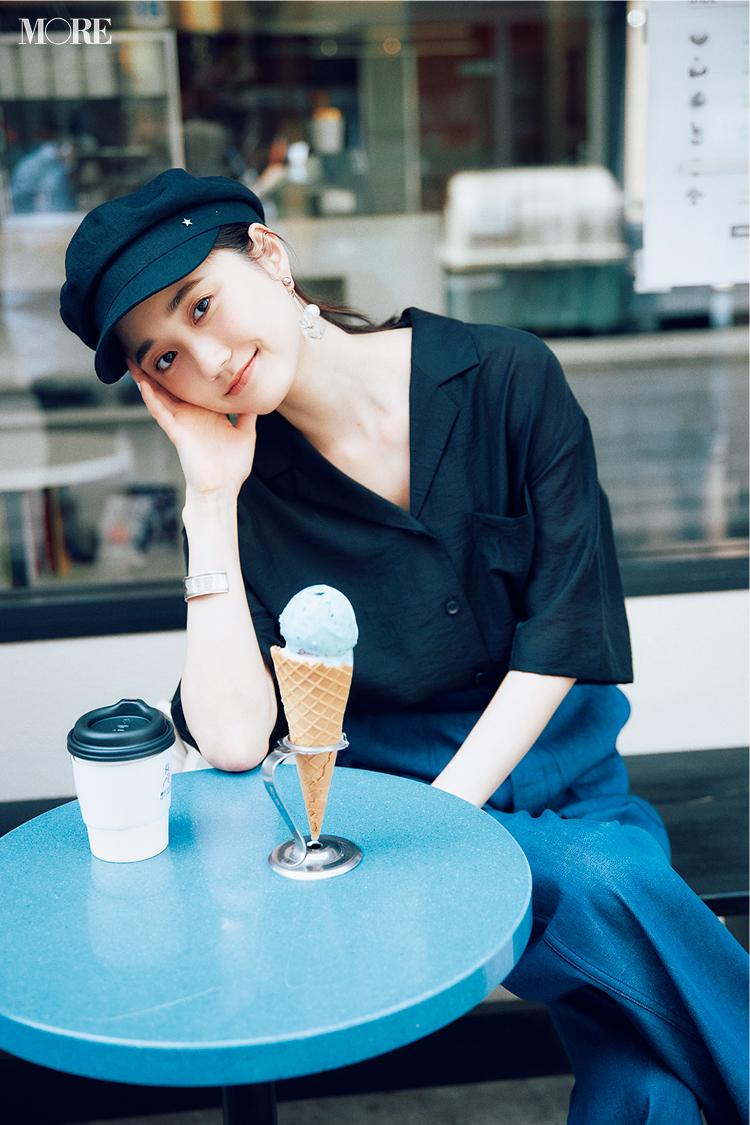 【今日のコーデ】ワイドデニムに開衿シャツを合わせた鈴木友菜