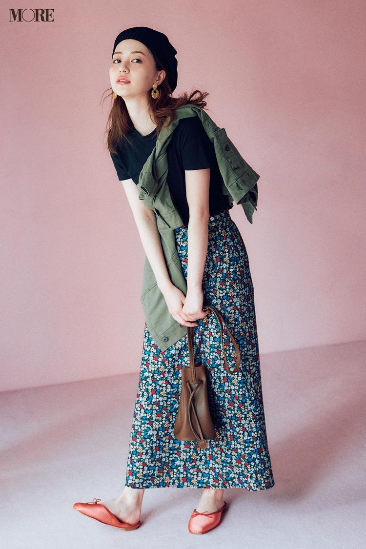 【今日のコーデ】ジャストサイズの黒いTシャツを小花柄スカートに合わせた逢沢りな