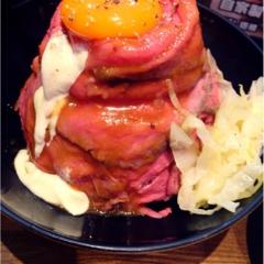 話題のローストビーフ丼を食べてきました\(^o^)/