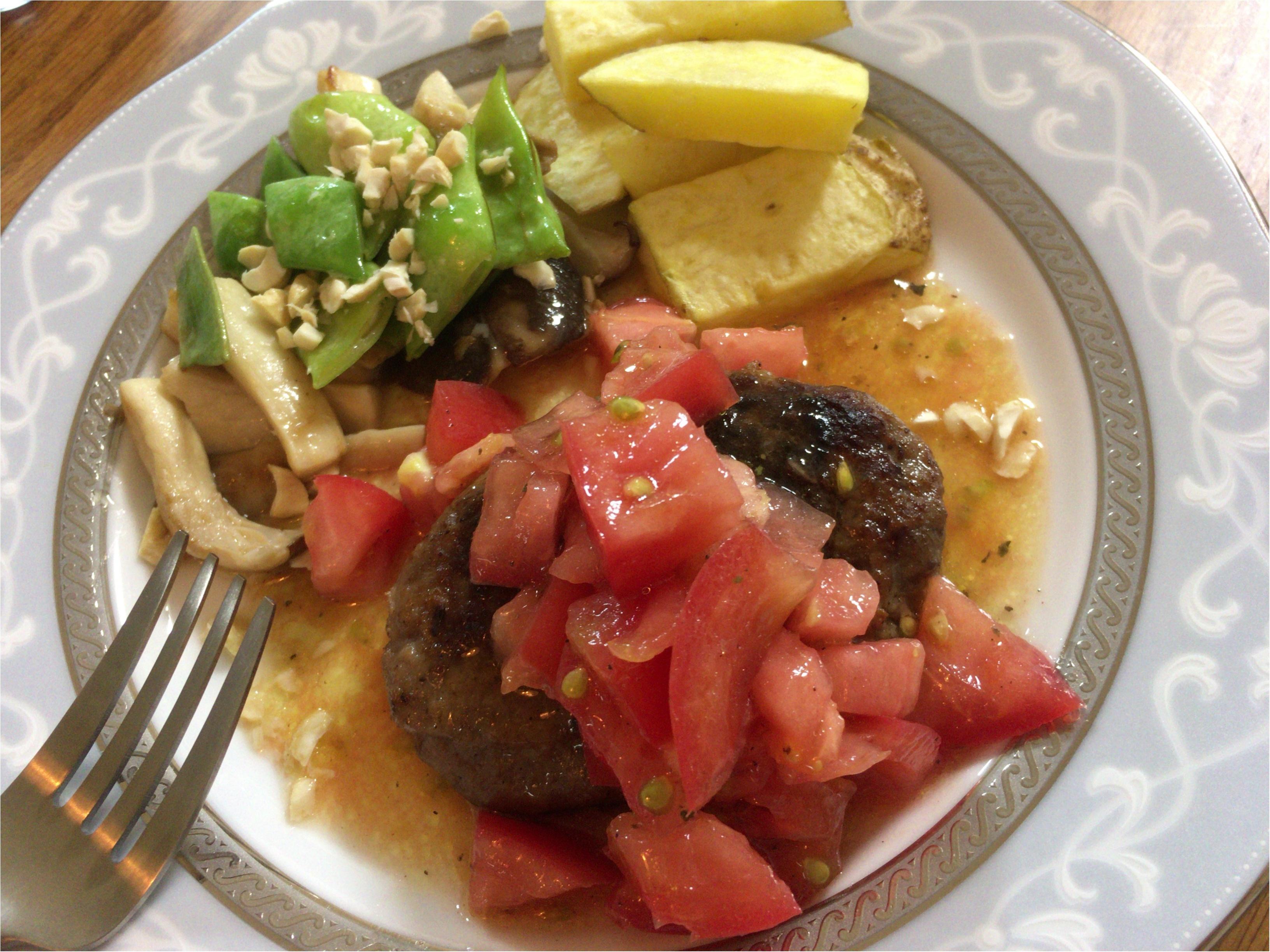 【ヨメカツ】最強モテ料理レシピを活用!彩り栄養◎夏さっぱり!フレッシュトマトソースのおしゃバーグ♡_3