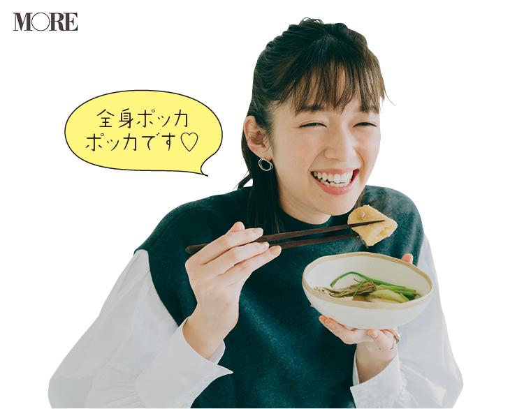 秋田県お取り寄せのきりたんぽ鍋を食べる佐藤栞里