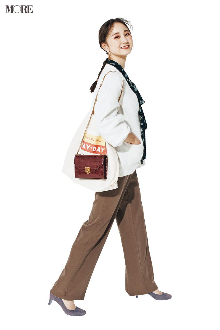 パンツと靴の色を合わせて脚長に見せた鈴木友菜