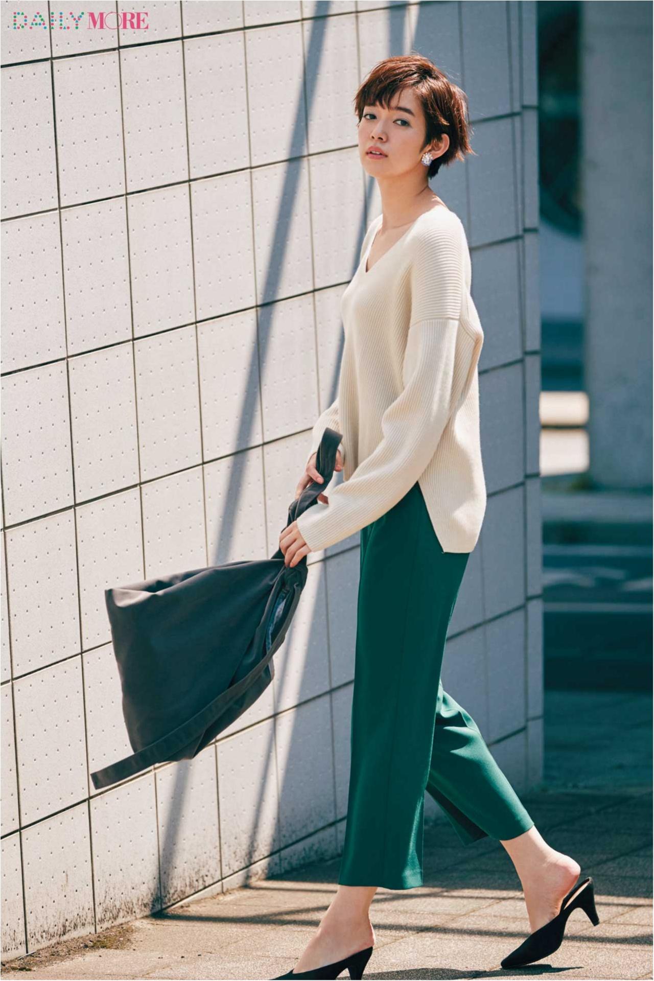 【今日のコーデ/佐藤栞里】大人っぽくて秋っぽい、グリーンのパンツで通勤コーデを一新して。_1