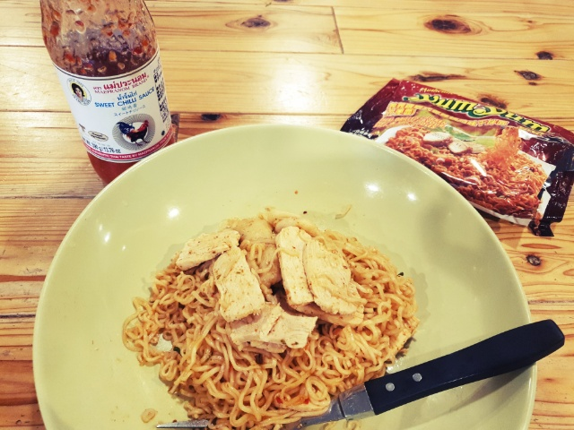 自炊に飽きたら海外の料理はいかが?タイのインスタント焼きそばを簡単アレンジ_5