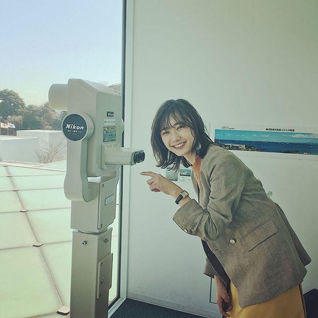 鈴木友菜が撮影中にはしゃぐ姿にスタッフ一同メロメロ♡【撮影オフショット】_1