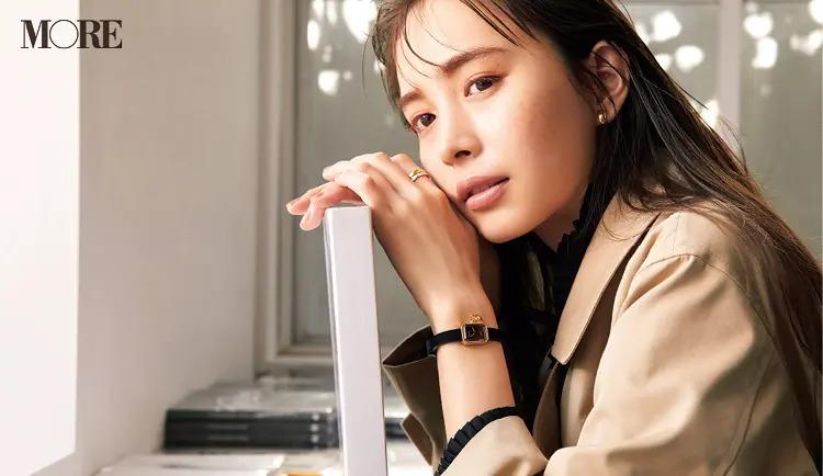 CHANEL[シャネル]の腕時計プルミエール カメリア コレクションを付けた井桁弘恵