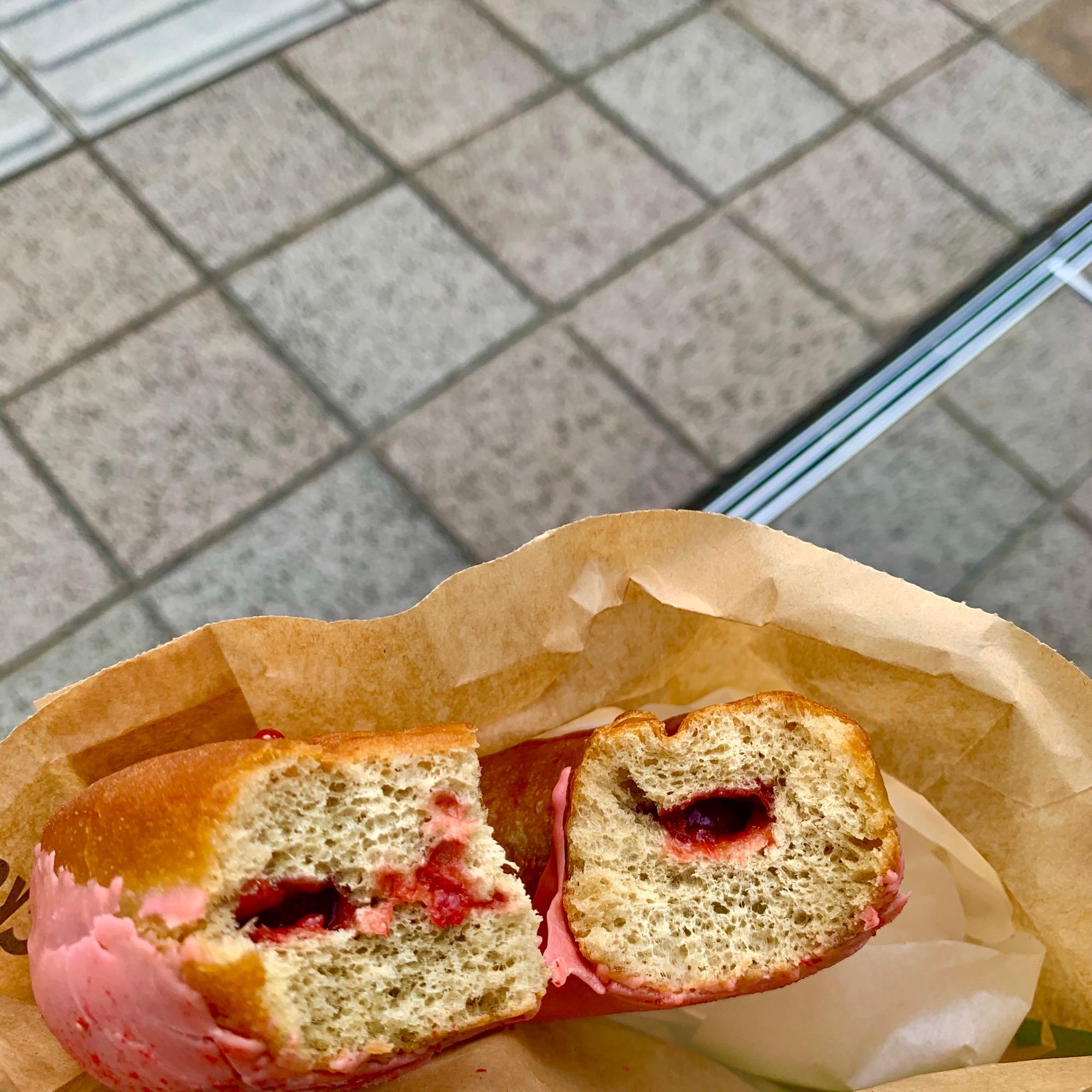 《レジ横foodに注目❤️》4月に食べれなかった念願の【スタバ】いちごソースドーナツが美味しすぎる☻!_2