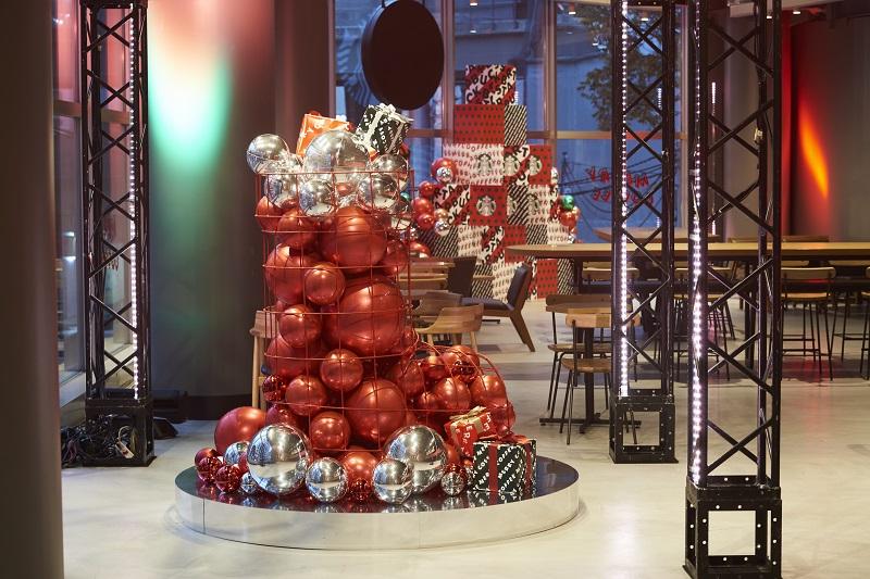 【スタバ 新作レポ】クリスマス第3弾「サンタブーツ チョコレート フラペチーノ」がすごい! 店舗限定スペシャルフォトスポットも登場♡_6