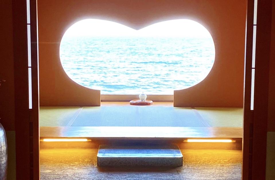 【ハート型の窓からは海!】女子旅にもおすすめな写真映え旅館_1