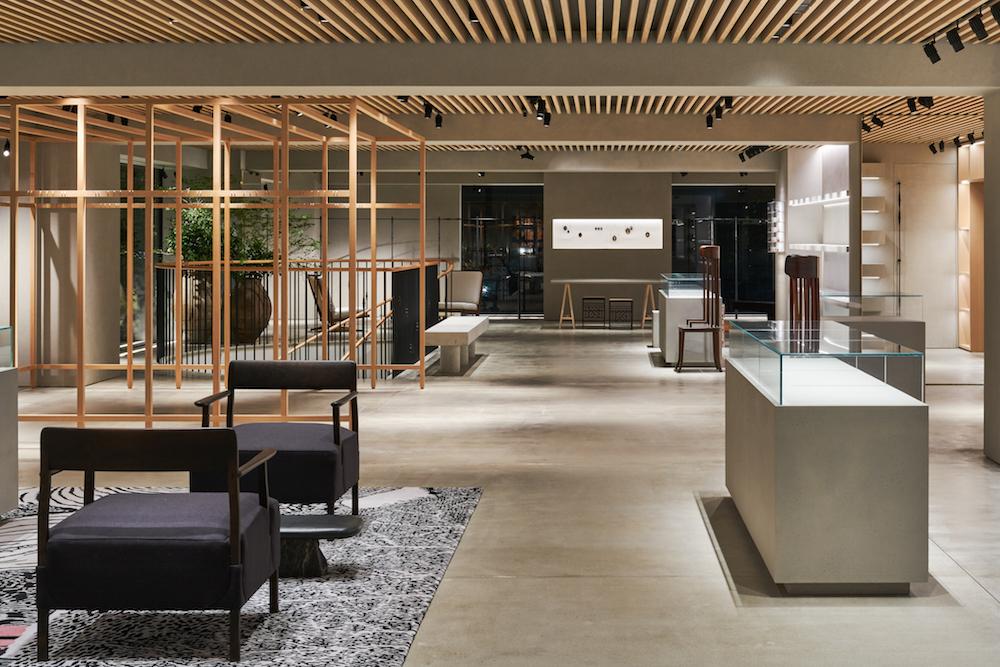 『ロエベ』の旗艦店『CASA LOEWE Tokyo』が銀座にオープン! 東京限定や世界先行発売のバッグも_1