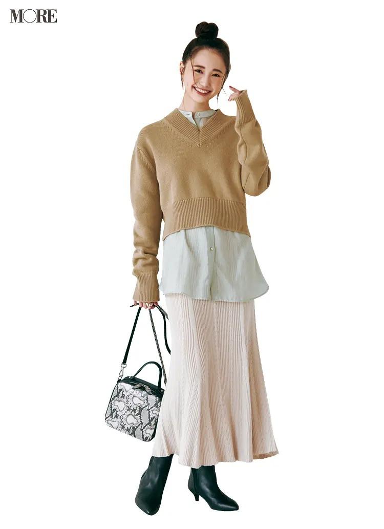 スカートとロングブーツのコーデ【5】女性らしいマーメイドスカート×黒ロングブーツ