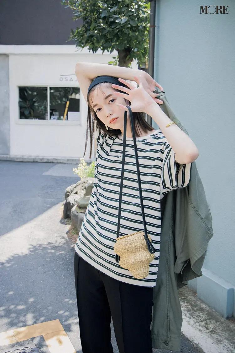 オーバーサイズTシャツを着た佐藤栞里