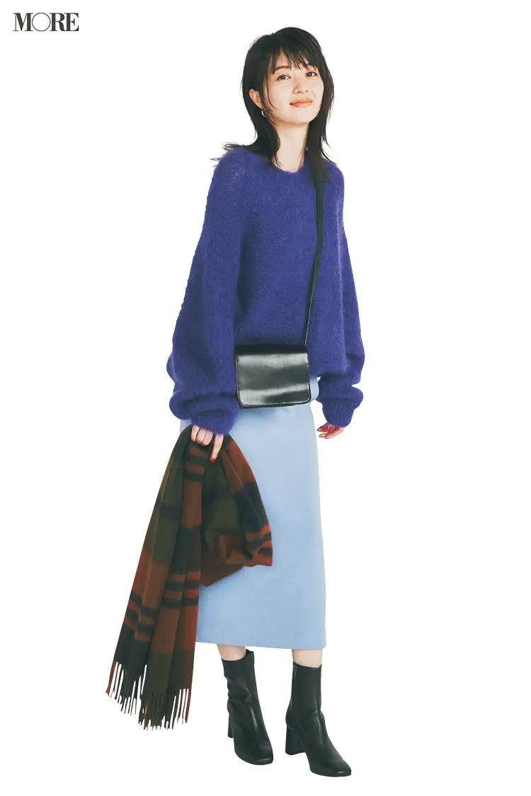 【ショートブーツコーデ】パープル×水色のスカートコーデに黒ブーツでオトナ女子に