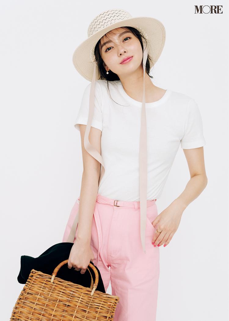 白Tがピンクのパンツでさらに可愛く見える