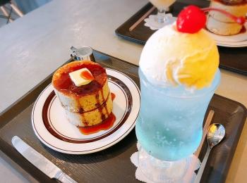 【#静岡】空色クリームソーダとふかふか3Dホットケーキ♡純喫茶風のモダンなカフェ《8COFFEE》