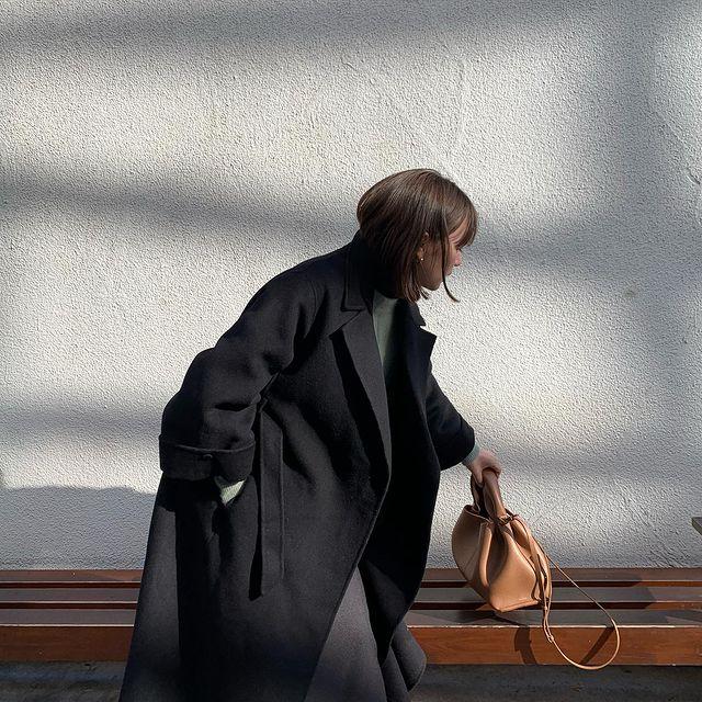 『cizatto(シザット)』のブラックコート着画