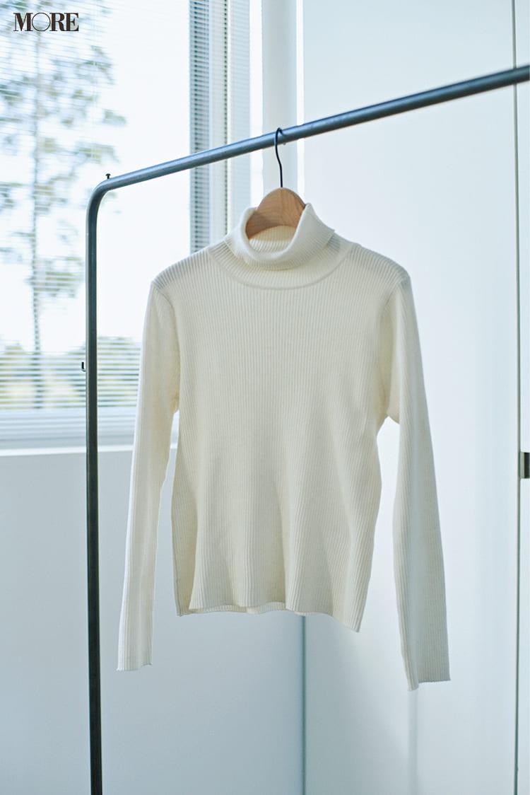 白ニットコーデ【2020冬〜春】- 着膨れしない細見えテクニックなど、白い服の最旬レディースコーディネートまとめ_57