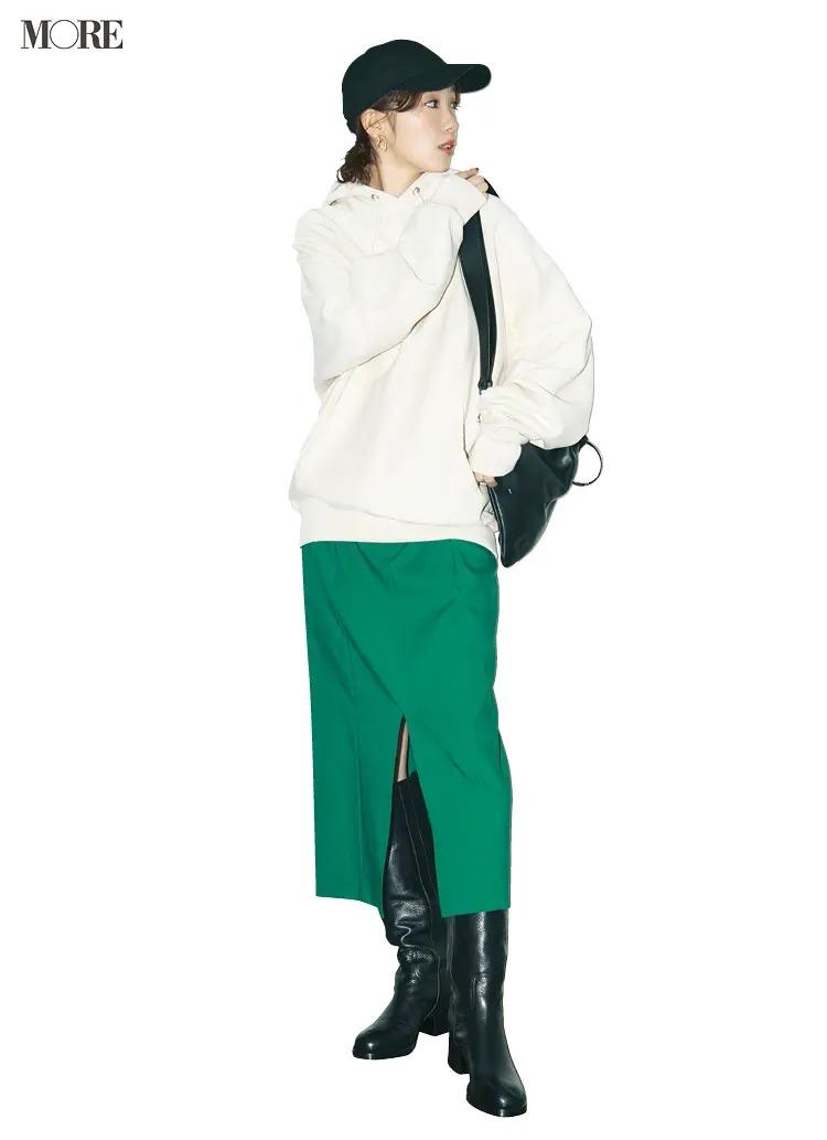 【パーカーコーデ】4. トライしやすいタイトスカートとのワンツーコーデ