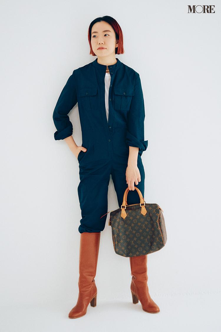 オールインワンにルイヴィトンのバッグを合わせる