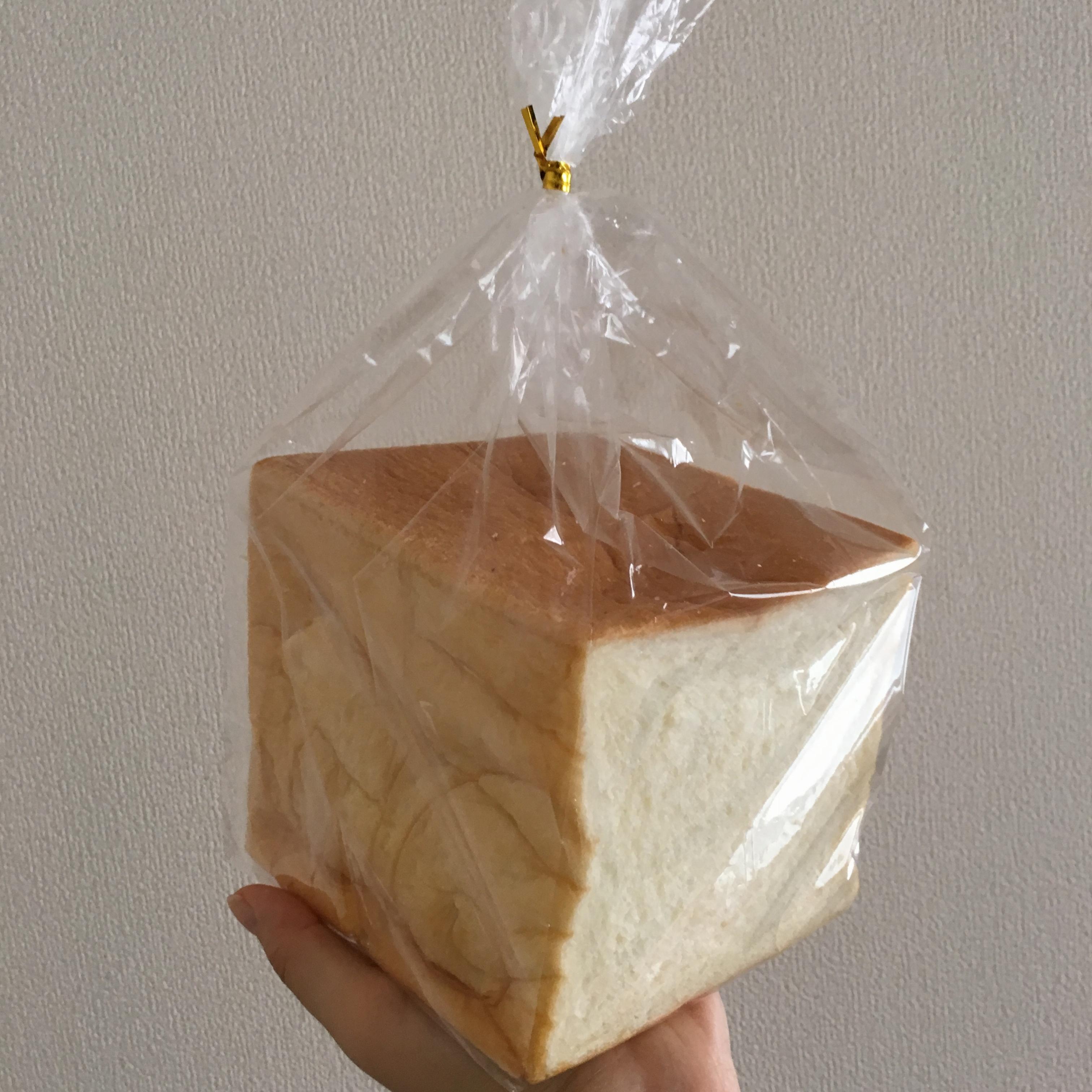 おさよ:パン好き必見‼︎これが噂の高級「生」食パン♡_1
