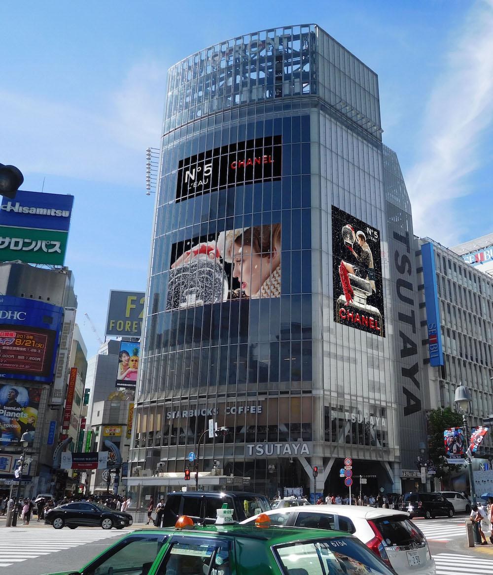 渋谷に『シャネル』のスノードームが出現! 2019クリスマスいちばんのフォトスポットを見逃さないで♡_2