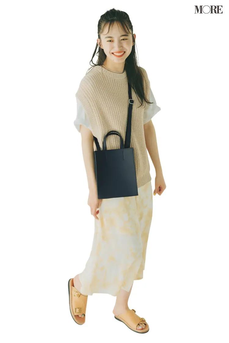 【井桁弘恵の夏コーデ】Tシャツ×ベスト×スカートのコーデ