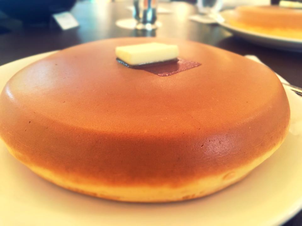 こんなボリューミーなホットケーキみたことない!分厚くてふわっふわの絶品。_10