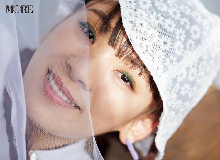 カーテン越しのフワちゃんの写真