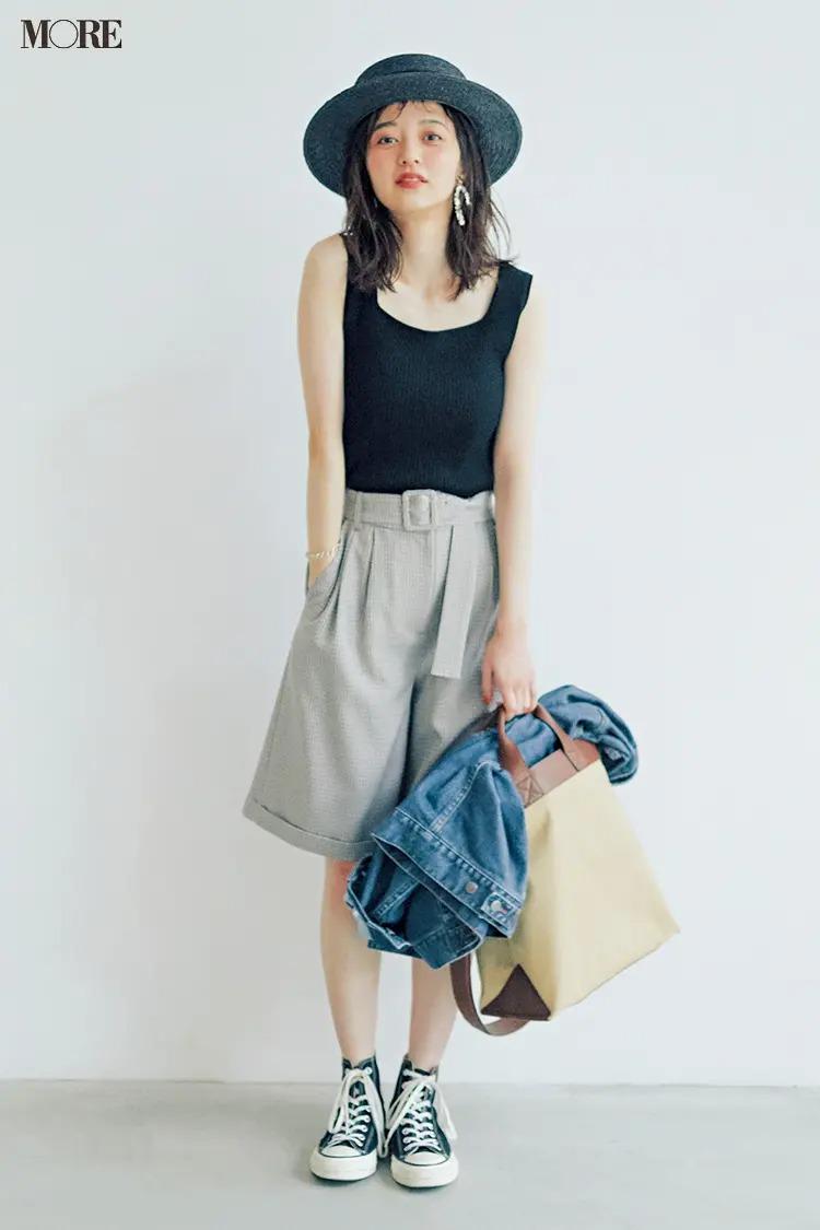 【夏のスニーカーコーデ】上半身と脚の華奢さを際立たせる、パンツ&靴のボリューム感がワザあり