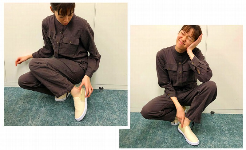 佐藤栞里が「バニラ&ピスタチオベージュ配色でひとくせ 撥水(はっすい)加工のキャンバススリッポン」着用している画像