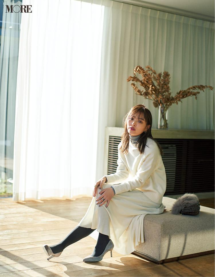 白ニットコーデ【2020冬〜春】- 着膨れしない細見えテクニックなど、白い服の最旬レディースコーディネートまとめ_18