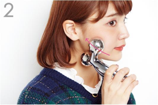 むくみとサヨナラする秘密はコレ! 村田倫子ちゃんの「小顔テク」を大公開【後編】_3