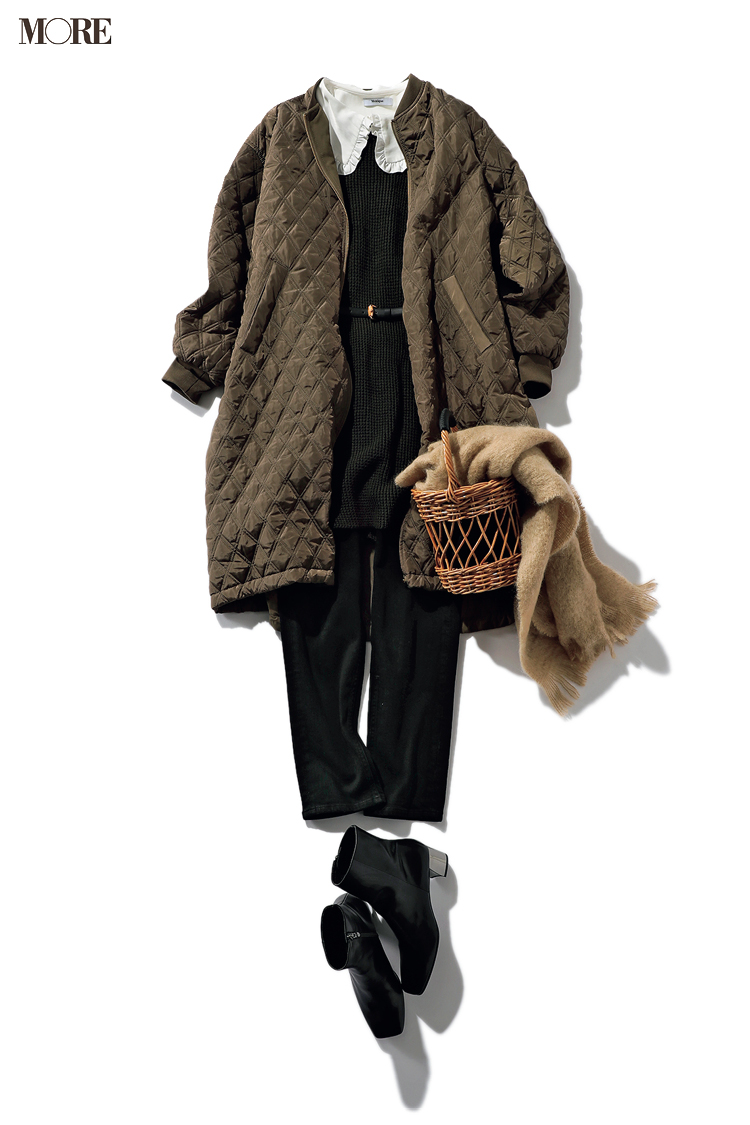 大きい衿が今っぽいキルティングコートとかごバッグのコーデ
