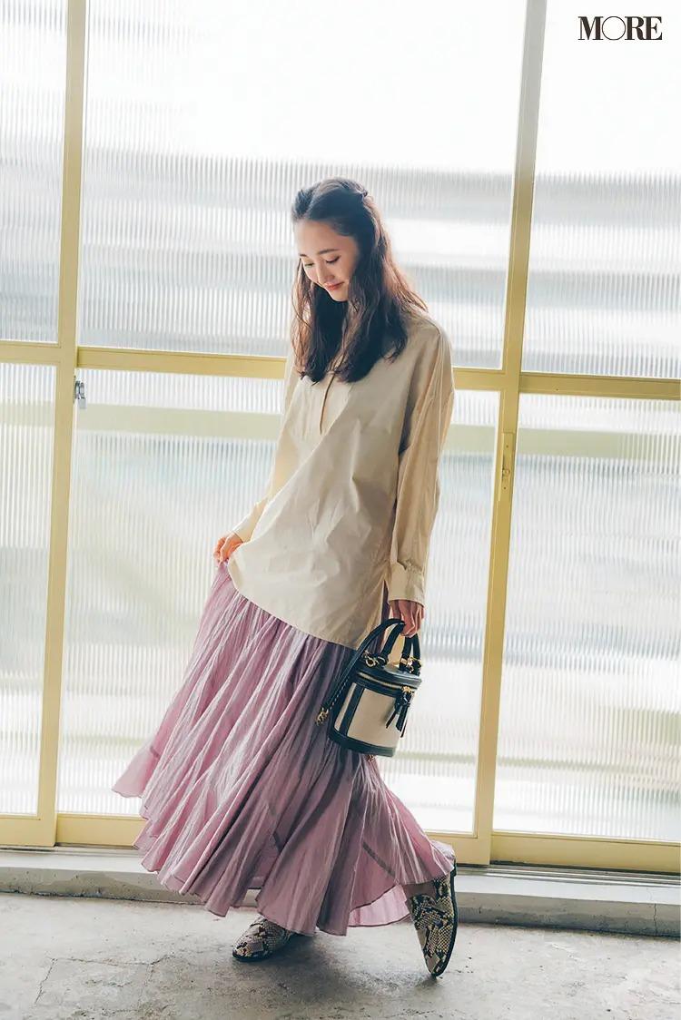 【2021秋コーデ】シャツ×プリーツスカート×ローファーのコーデ