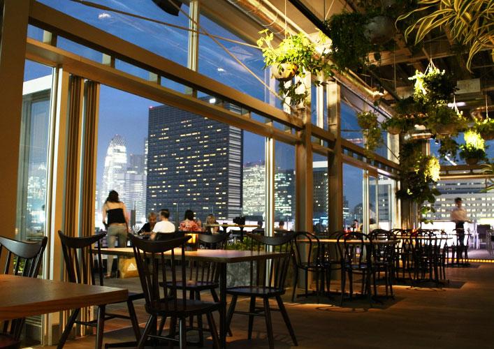 東京おしゃれホテル新宿グランベルホテルのクラブラウンジ「roof top bar & terrace G」内観