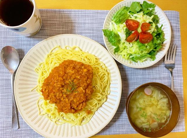 【栄養士の夜ごはん】簡単夜ご飯♡作り置きしてたミートソースと肉じゃがを…?_1