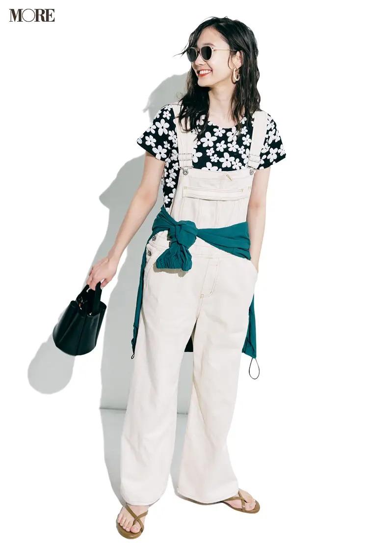 【サロペットコーデ】花柄Tシャツとサンダルの爽やか可愛い夏コーデ