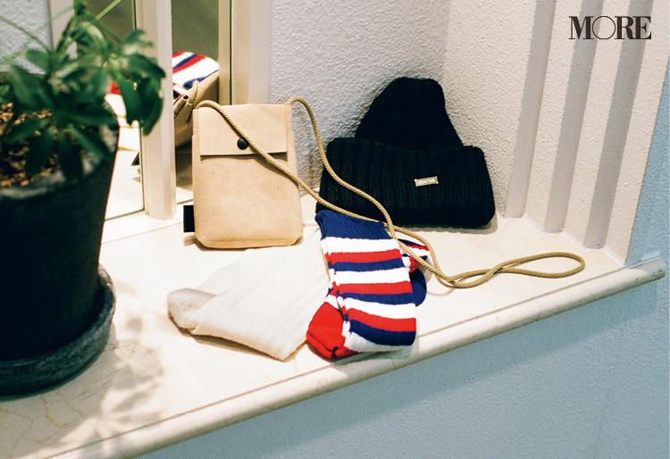 佐藤勝利が選んだシェアしたい冬小物はニット帽とポーチとボーダーの靴下と白いソックス