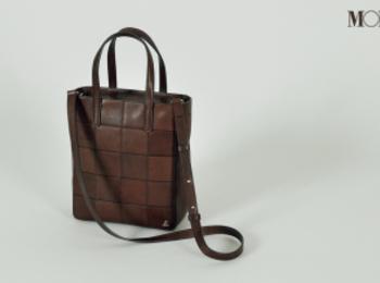お仕事バッグでも「小荷物派」さんへ。コンパクトだけど機能性◎な6デザイン photoGallery