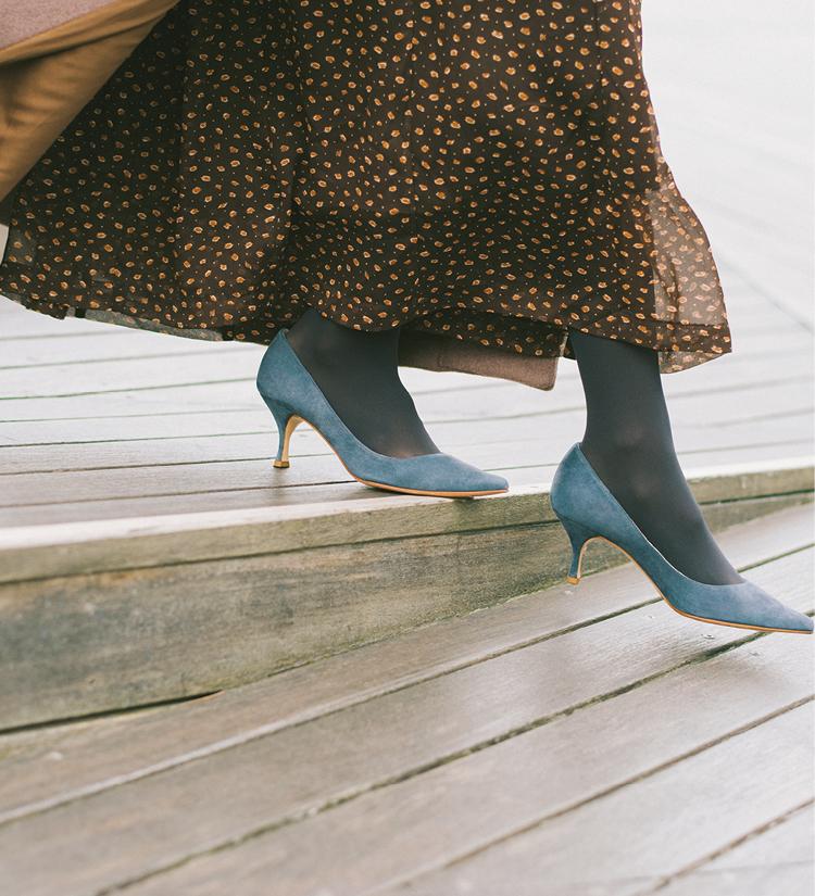 """「走ってたら靴が脱げたー!……から、まさかのひと目惚れ♡」鈴木友菜主演【通勤の足もと""""いつも黒""""から脱出着回し】2日目_2"""