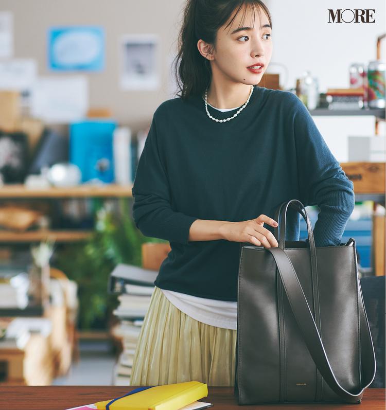 リエンピーレのバッグを持った井桁弘恵