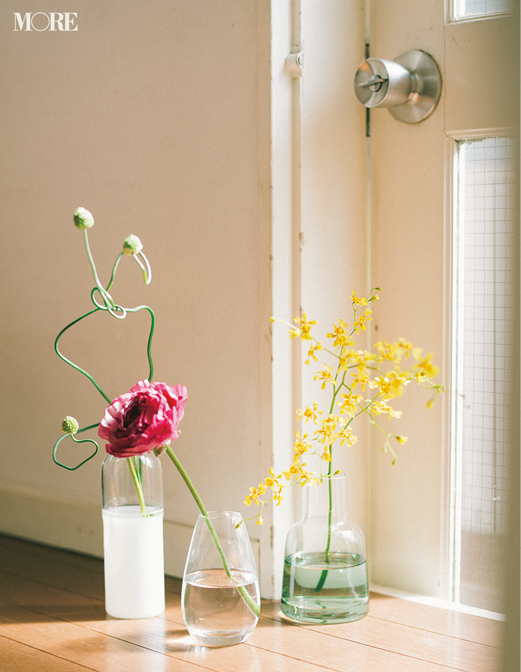 部屋に飾るのにおすすめの花瓶と一輪の花
