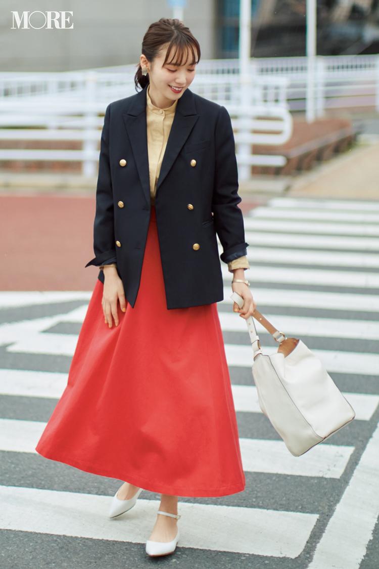 【今日のコーデ】鮮やか色のスカートを紺ブレで引き締めて。パキっとした色合わせで上級者っぽく! <飯豊まりえ>_1