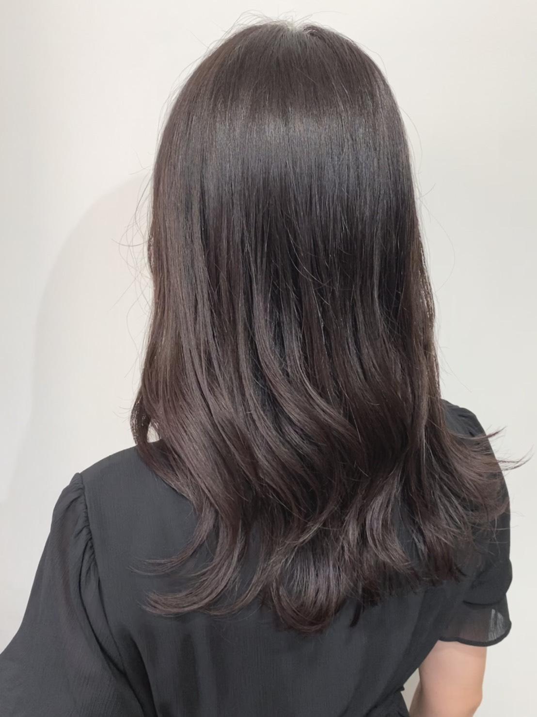 染め終わった後の髪の写真。全体的にしっかり黒く染まっている