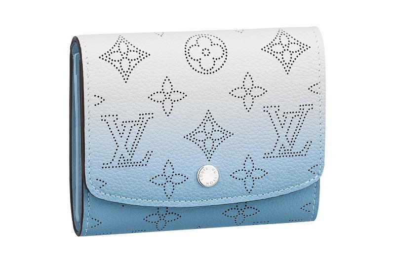 ルイ・ヴィトンの新作財布。ポルトフォイユ・イリスXS  水色